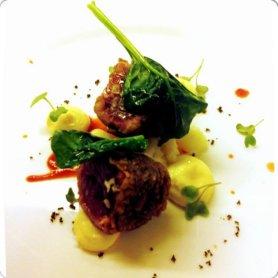 tonno in crosta di olive con maionese di cavolfiori ed estratto di pomodoro-001